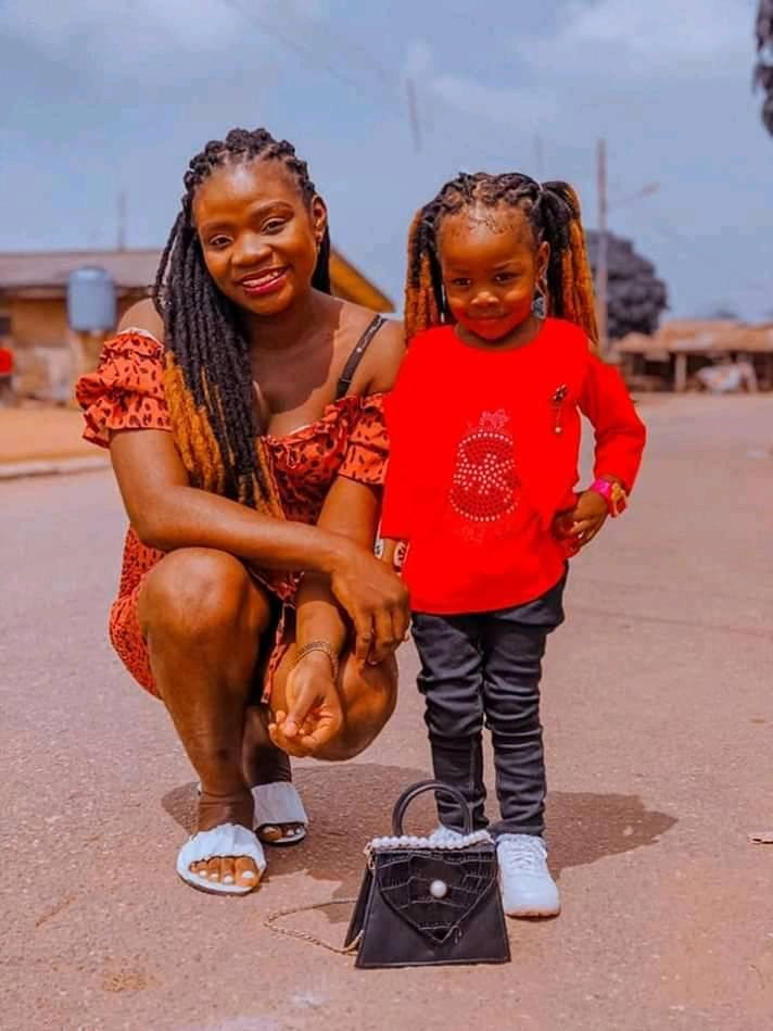 NIgerian Man pays tribute To Late Wife And Daughter