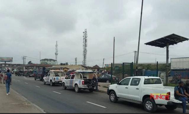 [BREAKING] Yoruba Nation: Gridlock As Policemen Search Vehicles At Berger, Ketu