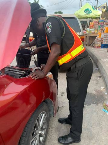 Lady Narrates How Police Officers Assisted Her After Her Car Broke Down In Lagos