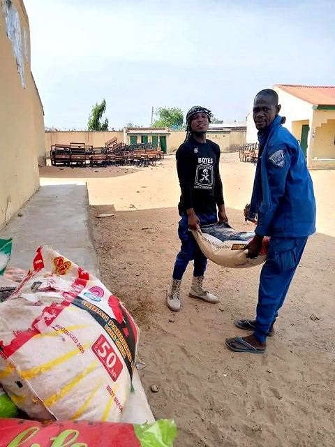 Zulum gifts bags of rice and money to hunters and Civilian JTF members