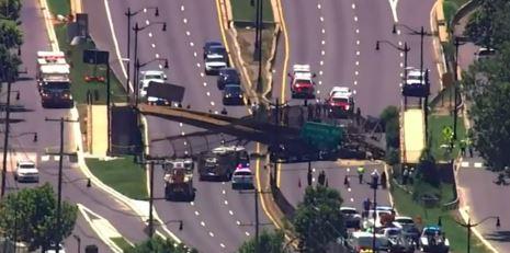 Bridge collapses in US