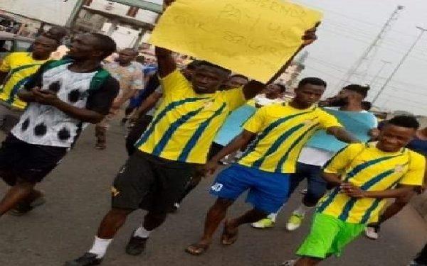 Sunshine players protest