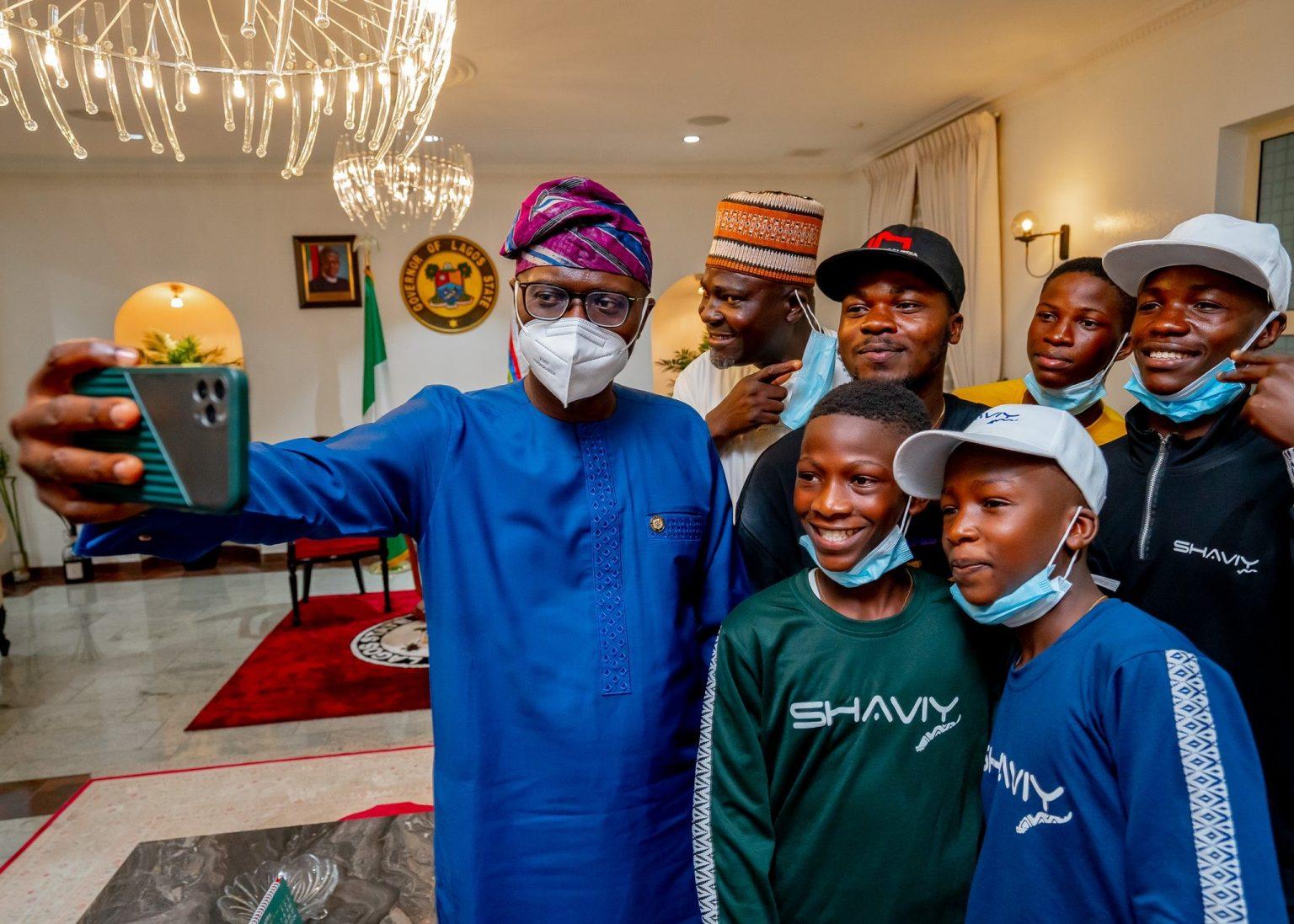 Ikorodu Bois posing with Governor Babajide Sanwo-Olu
