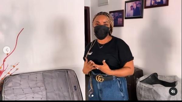 Laura Ikeji shares jeans to the needy