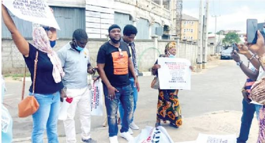 Fabiyi and others protesting for Baba Ijesha's release