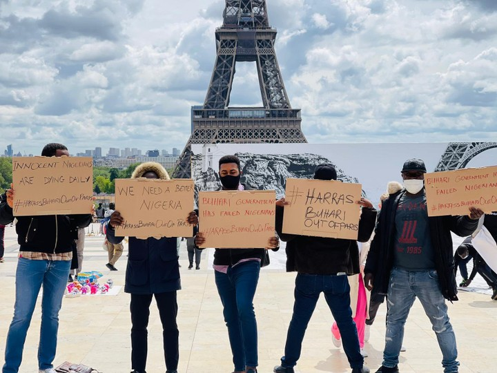 Reno protesting in Paria against President Muhammadu Buhari