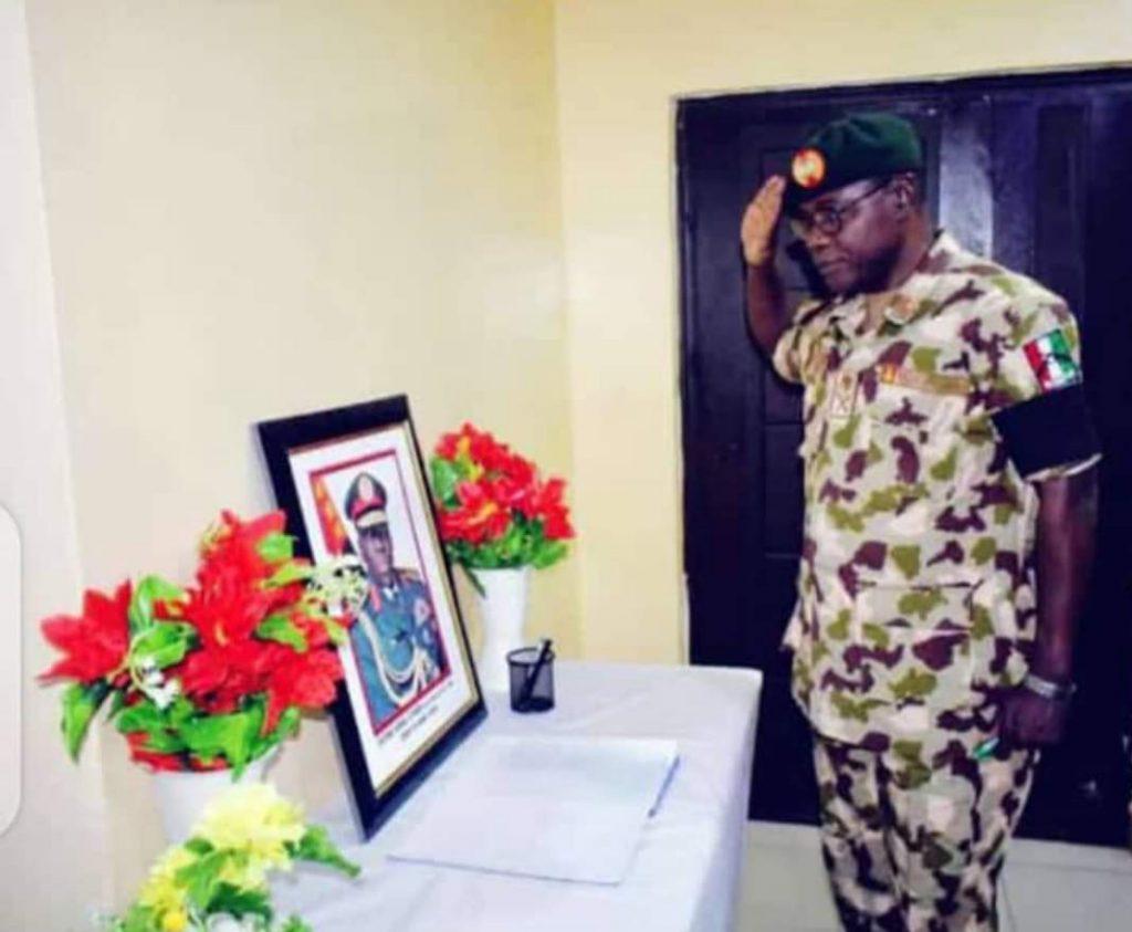 New COAS, Yahaya pays last respect