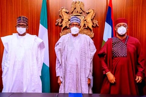 FFK posing with Buhari and Governor Buni
