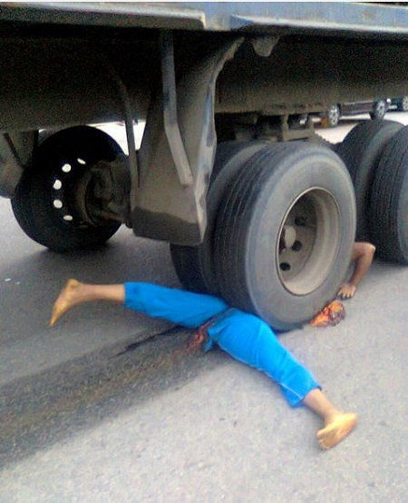 Pepsi Truck Crushes Man To Death In Port Harcourt (Graphic