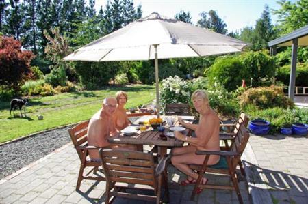 new-zealand-nudist-resorts