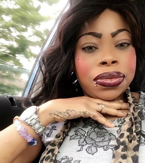 Ebony huge lips
